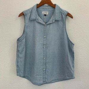 Universal Thread Sleeveless Button Up Chambray Top